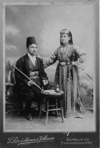 1900_photo_of_a_Sephardi_couple_from_Sarajevo