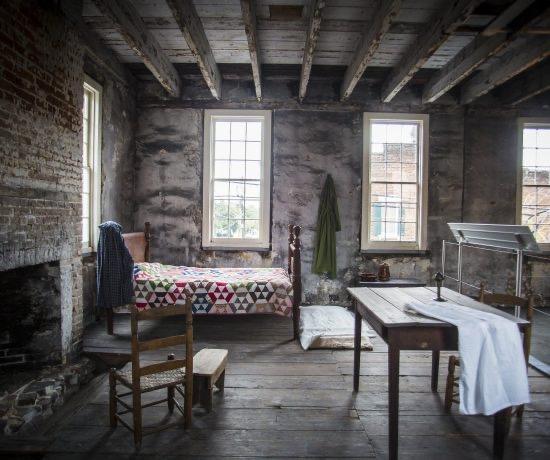 Slavebedroom1-550x460